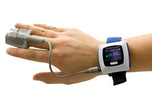 oxymètre de pouls mesurant la saturation d'oxygène du sang.